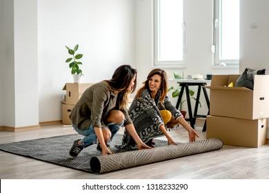 Lesbian couple Carry a carpet