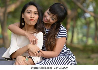 Lesbian couple park