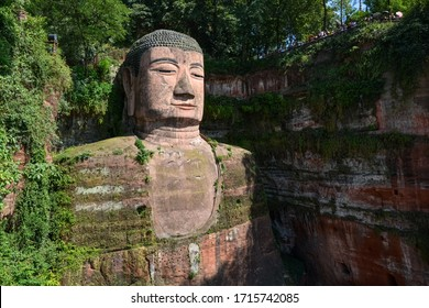 Leshan Giant Buddha, 71 meters high, the world 's largest stone-carved Buddha statue, double heritag