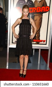"""Leslie Mann at the Los Angeles Premiere of """"Superbad"""". Grauman's Chinese Theatre, Hollywood, CA. 08-13-07"""