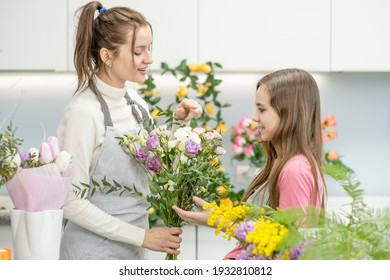 Lesson layout and assembly of floral arrangements. master class in floristry. Creating a chic bouquet in. Learning flowers, creating beautiful bouquets