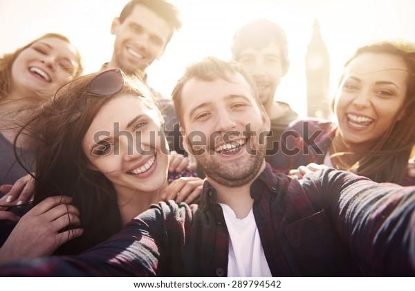 Let's do it selfie together!