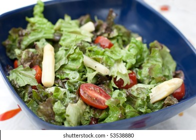 lettuce salad with asparagus and tomatoes