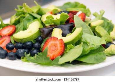 Lettuce salad with fruits