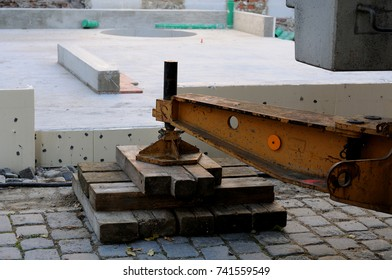 levelling of a construction crane with wooden boards