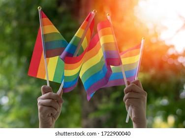 LGBT, Stolz, Regenbogenflagge als Symbol für die sozialen Bewegungen von Lesben, Schwulen, Bisexuellen, Transgender und Queer Stolz und LGBTQ im Juni-Monat