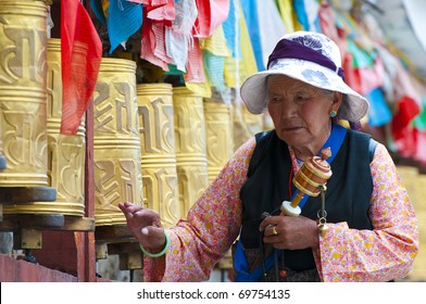 LHASA - AUGUST 8: Tibetan pilgrim circles the Potala palace on August 8, 2010 in Lhasa. Devotees walk 108 times around the Potala for good luck