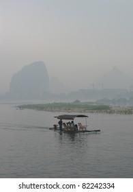 Li Jiang River cruise in fog