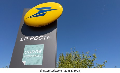 Libourne , Aquitaine  France - 08 30 2021 : la poste carre entreprise french post logo text and brand sign on building facade of office for santa claus list in world france