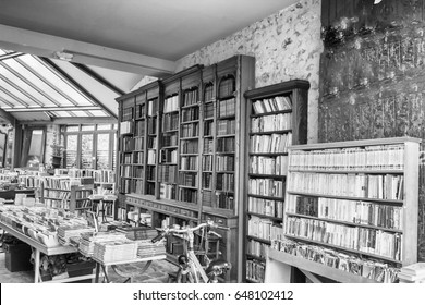 Library old style in Paris.