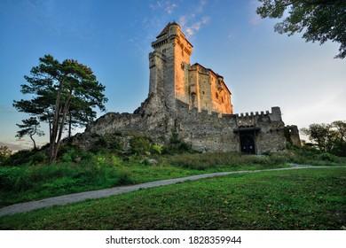Château de Liechtenstein (Maria Enzersdorf), Basse-Autriche, dans la région des bois de Vienne. Il se trouve au bord du Wienerwald