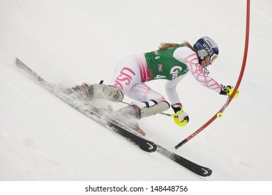 LIENZ, AUSTRIA 29 December 2009. Lindsey VONN USA attacks a control gate whilst competing in the first run of the women's Audi FIS Alpine Skiing World Cup slalom race.