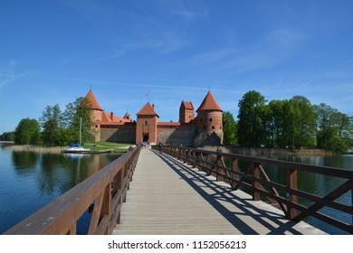Lietuva castle lake