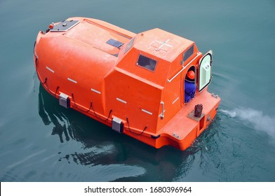 Life boat for emergency use to escape in fire case