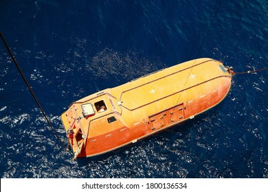 Rettungsboote oder Rettungsboote, die im Falle einer Katastrophe an Bord eines Schiffes zur Evakuierung in Notfällen mitgeführt werden. Rettungsboote sind Sicherheitsausrüstungen in der Seeschifffahrt und der Offshore-Industrie auch für Notfälle auf See.