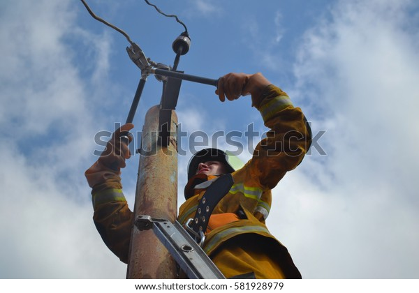 Lifeguard cuts wires