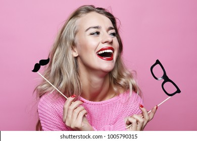 lifestyle and people concept: playful young woman ready for part