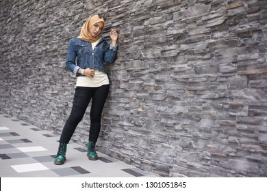 Lifestyle portrait of beautiful hipster girl wearing casual outfits with hijab and having great time in a urban environment. Lifestyle portraiture concept.