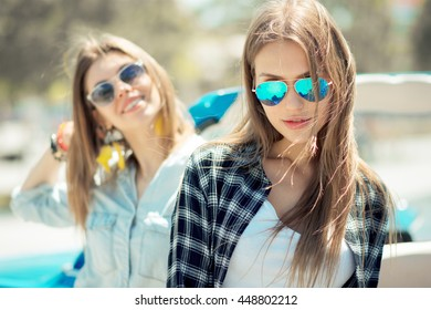 lifestyle portrait best friends laughing together outdoor