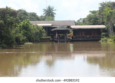 Lifestyle riverside homes in Thailand
