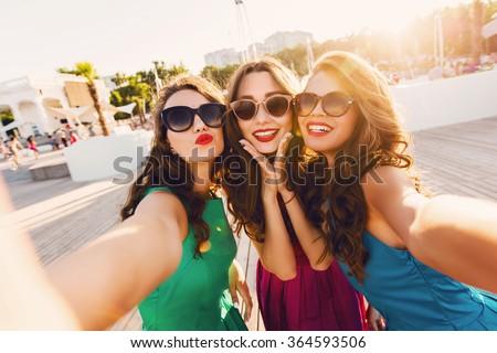friendship with girls com