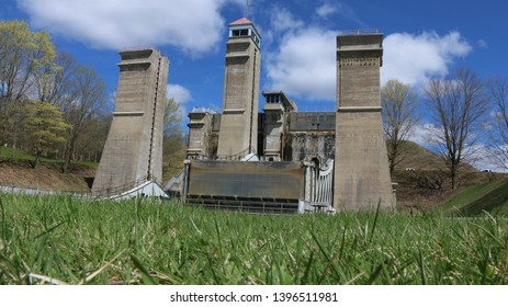 lift lock of Peterborough ,Ontario,Canada ( it work as lifting boat to other canal)
