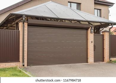 Lifting gates to the garage