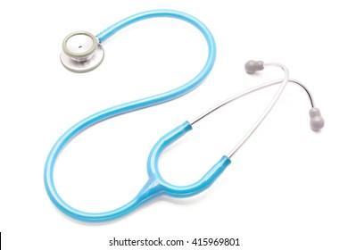 stéthoscope bleu clair isolé sur fond blanc
