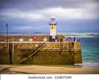 Lighthouse on the pier of St Ives in Cornwall - CORNWALL / ENGLAND - AUGUST 12, 2018