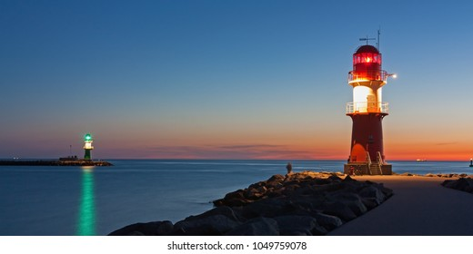 Lighthouse (pier light) at the harbour entrance of Rostock-Warnemünde at sunset, Mecklenburg-Vorpommern, Germany, Baltic Sea