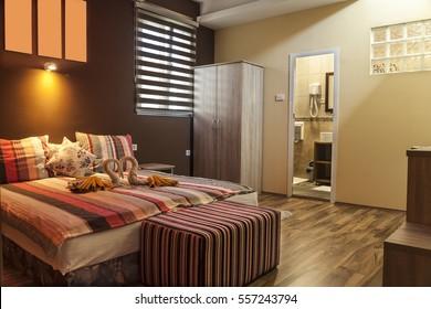 Beleuchtungseinrichtungen, elektrische Lampe, Kissen, Hotelzimmer, Hotel