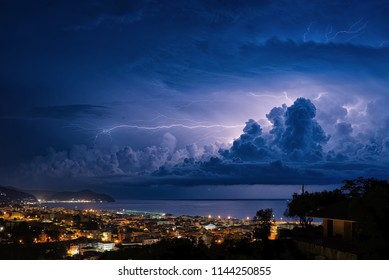 Lightning on the Ligurian Sea, Tigullio gulf - Chiavari, Lavagna and Sestri Levante