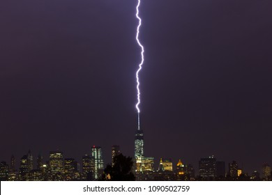"""Lightning strikes the """"Freedom Tower"""" in New York City"""