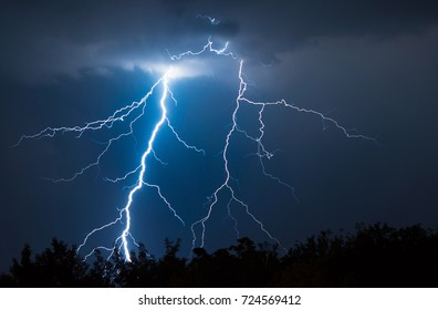 https://image.shutterstock.com/image-photo/lightnings-thunder-bold-strike-summer-260nw-724569412.jpg