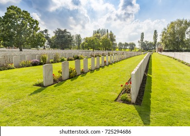 LIJSSENTHOEK MILITARY CEMETERY, West-Vlaanderen, Belgium. Lijssenthoek was the location for a number of casualty clearing stations during the First World War.