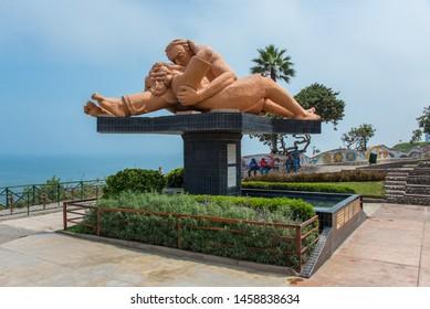"""Lima / Peru: April 26 2019: Statue """"Kiss"""" of Parque del Amor in Lima"""