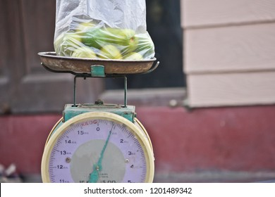 Lime weighs on the scale.weighing machine.The scale is in kilograms.Can be used to weigh things such as fruits and vegetables.  at the market