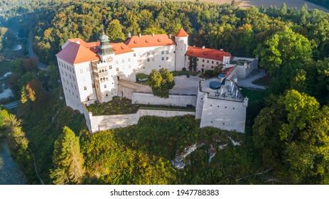 "Limestone cliff Pieskowa Skala near Krakow, Poland, with isolated rock ""Maczuga Herkuklesa"" Hercules's mace (Hercules cudgel or bludgeon) and historic Renaissance castle - Shutterstock ID 1947788383"