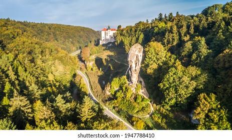 "Limestone cliff Pieskowa Skala near Krakow, Poland, with isolated rock ""Maczuga Herkuklesa"" Hercules's mace (Hercules cudgel or bludgeon) and historic Renaissance castle - Shutterstock ID 1947788410"