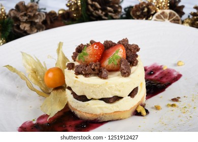Limoncello mousse with cocoa almond cookies