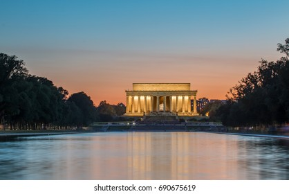 The Lincoln Memorial at Dusk with tourists flashing