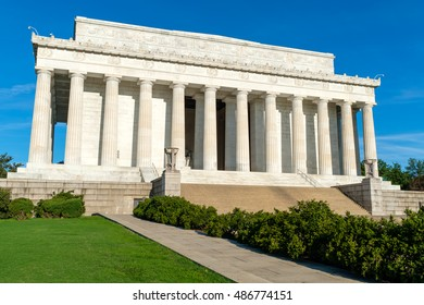 The Lincoln Memorial in Washington D.C. on a sunny summer day