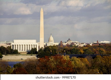 Lincoln Memorial, Washington Monument and Capitol building aligned in the fall, DC, United States