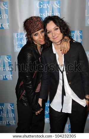 "Linda Perry, Sara Gilbert at the L.A.Gay and Lesbian Center ""An Evening with Women,"" Beverly Hilton, Beverly Hills, CA 05-19-12"