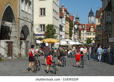 LINDAU, GERMANY - AUGUST 19, 2006: Tourists strolling through the shopping streets of the city
