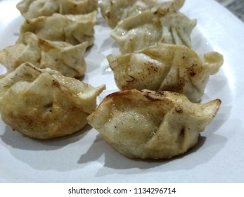 """A line of dumplings, or also called """"siumay"""" or """"siomay"""" in Indonesian"""