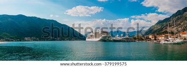 Liner in der Bucht von Kotor