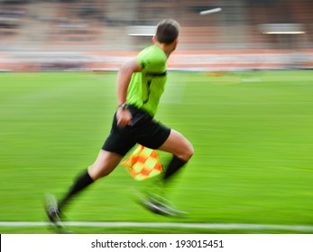 Lines referee - intentional blur.