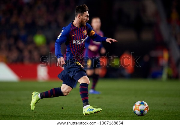 Lionel Messi of Barcelona controls the ball during the Spanish Cup, first leg semi-final match between FC Barcelona and  Real Madrid at Camp Nou stadium on February 6, 2019 in Barcelona, Spain.