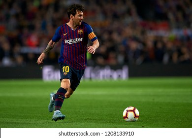 Lionel Messi controls the ball during the week 9 of La Liga match between FC Barcelona and Sevilla FC at Camp Nou Stadium in Barcelona, Spain on October 20, 2018.